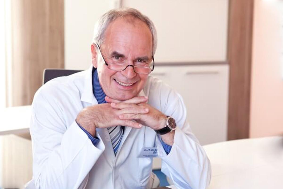 MUDr. Miroslav Krejča, Ph.D | Jak správně vybrat operatéra na zvětšení prsou
