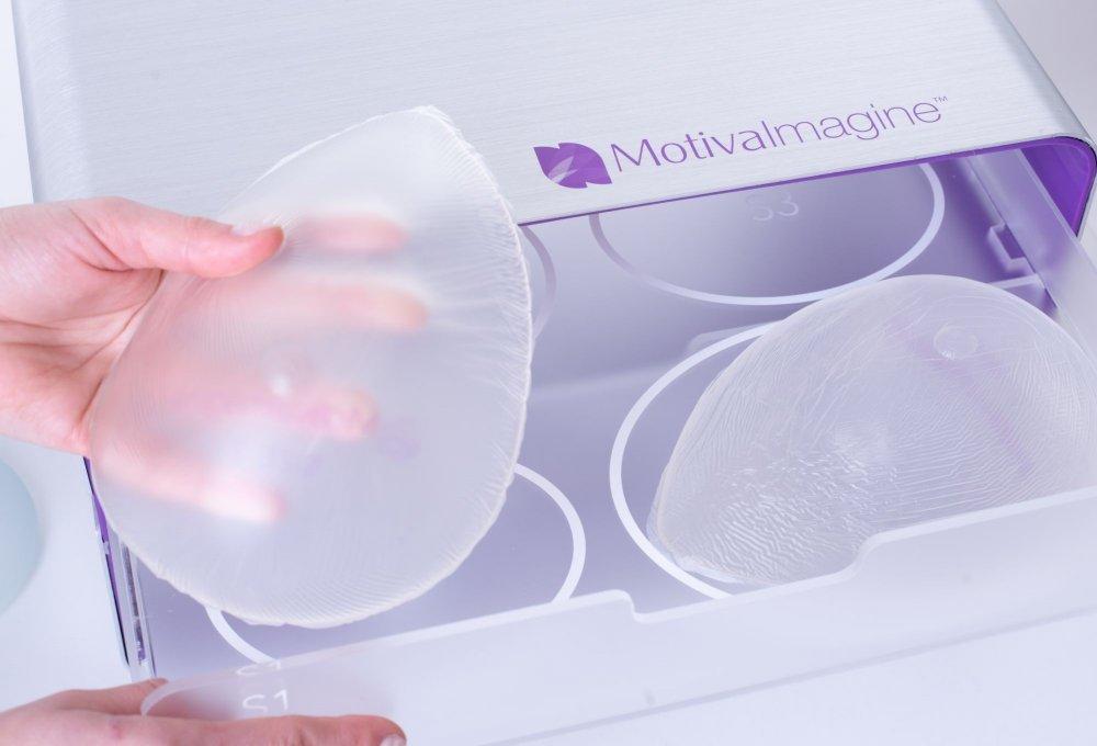 zvětšení prsou implantáty - sizery