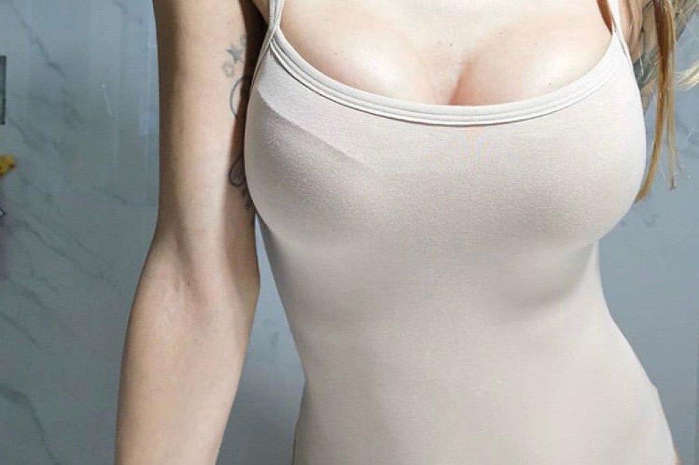 Motiva implantáty Ergonomix, 375 ml Full profil. MotivaGirl 170 cm, 53 kg.