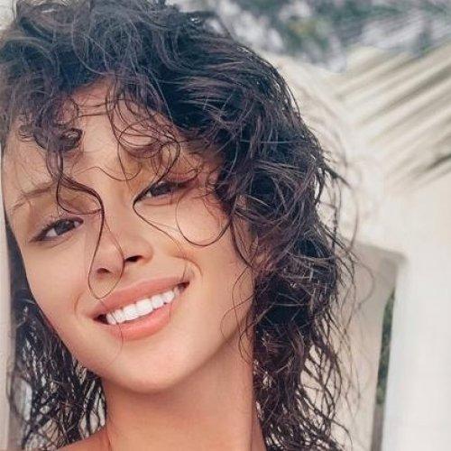 Miss International CZ Daniela Zálešáková s Motiva dekoltem